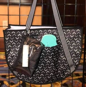 Thirty-One Round Utility Tote - Tip Top Chevron